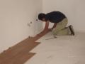 instalando piso laminado constructora axis